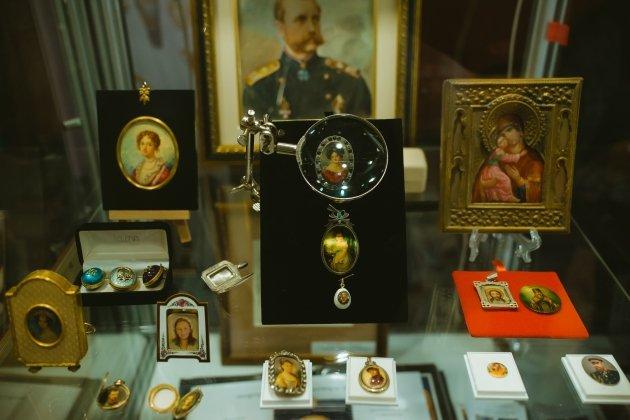 IX Специализированная выставка-продажа «Сокровища Петербурга»