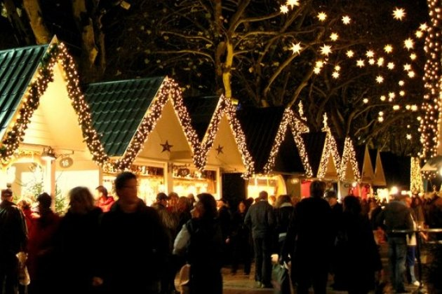 Новогодняя ярмарка на Пионерской площади у ТЮЗа