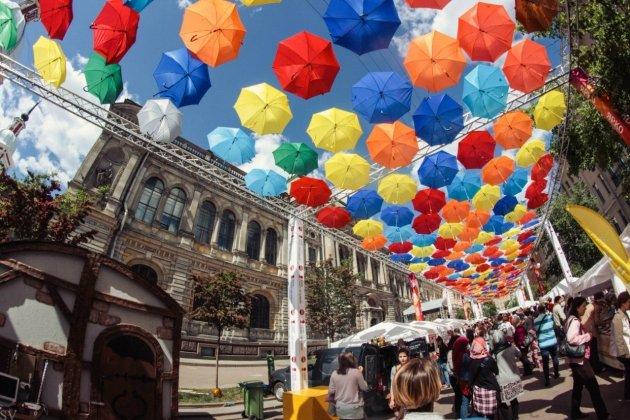 Стереоаллея на Аллее парящих зонтиков