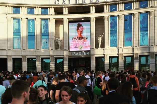 В Петербурге впервые эвакуировали посетителей торгового центра «Галеря»