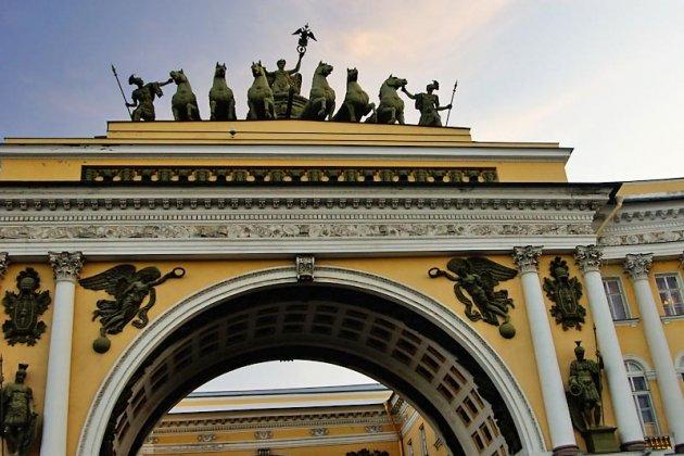 Римская колесница на арке Главного штаба