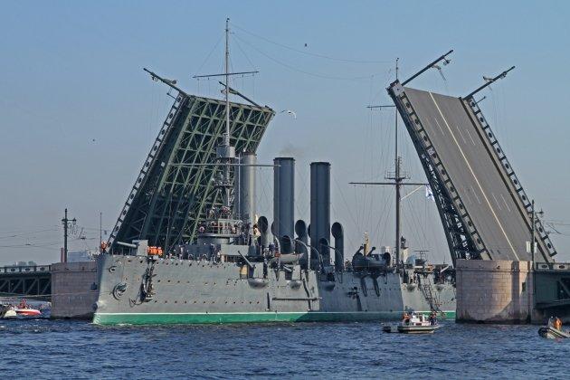 Крейсер Аврора вернется в Санкт-Петербург в июле следующего года