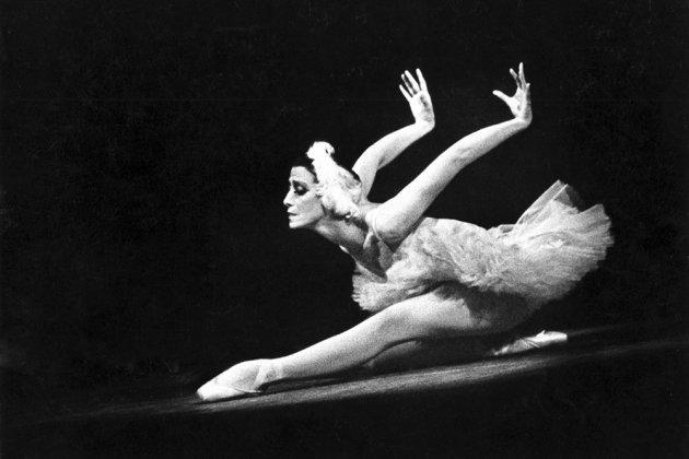 На сайте Мариинского театра появилась фотовыставка, посвященная балерине Майе Плисецкой