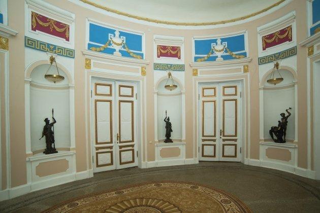 Обзорная экскурсия «Особняк графа Милютина» с миниконцертом