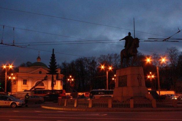Памятник Александру Невскому в Петербурге описание