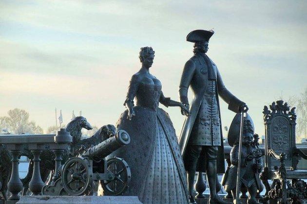 Памятник в Стрельне