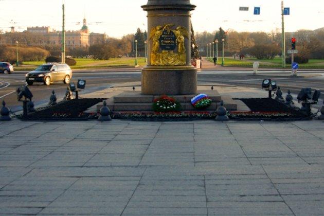 Памятник Суворову в Петербурге на Марсовом поле