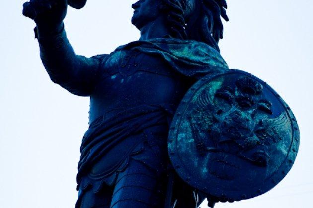 Памятник Суворову в Санкт Петербурге на Марсовом поле