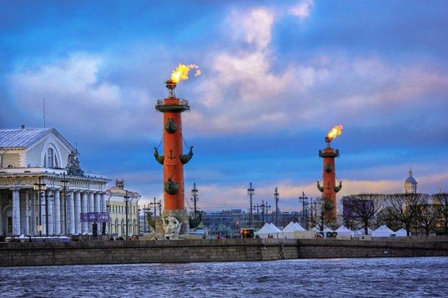 Ростральные колонны СПб