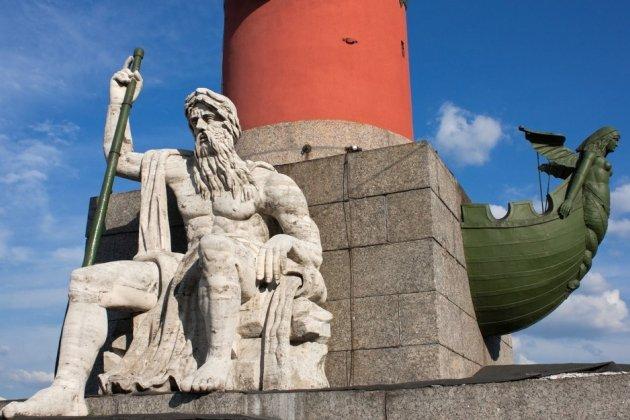 Скульптуры Ростральных колонн