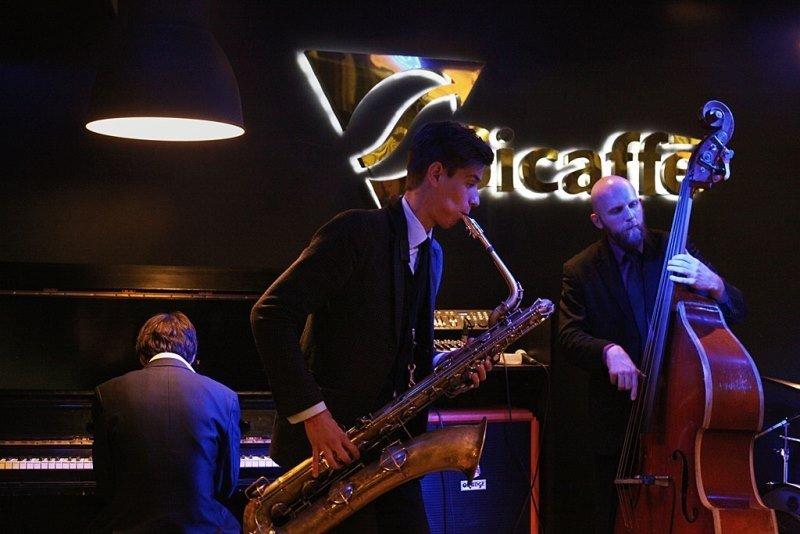 В ритмах джаза: кафе и бары Петербурга, где можно послушать джаз